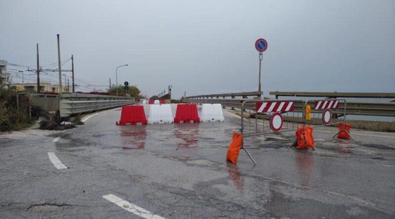 A Marina di Montemarciano chiuso il ponte sul fosso Rubiano