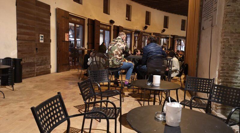 Nessun assembramento e aperitivi al tavolo: senigalliesi rispettosi delle regole