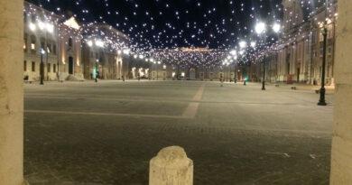 Mentre il centro storico di Senigallia rischia la paralisi l'assessore pensa alle luminarie