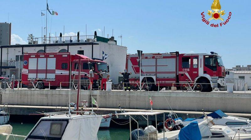 Imbarcazione affonda nel porto di Senigallia, recuperata dai sommozzatori dei Vigili del fuoco